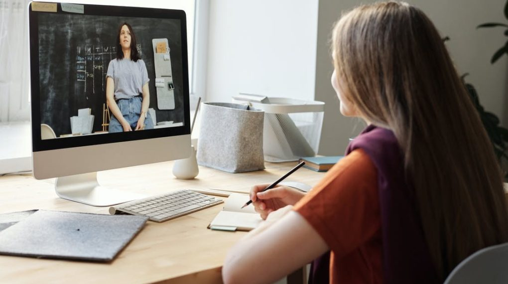 online student watching a leacture