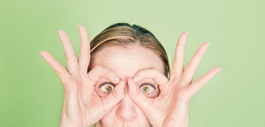 woman-with-finger-goggles